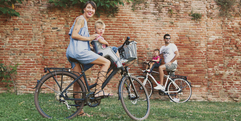 Utilisation d'un porte-bébé vélo image